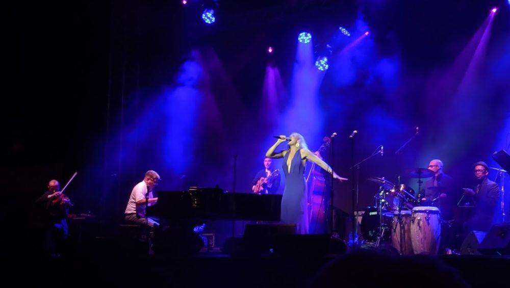 הזמרת סטורם לארג' מלאת הכריזמה (צילום: מירית שגב)