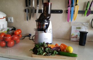 ג'ירפה במטבח: מסחטת מיצים איטית Kuvings C9000