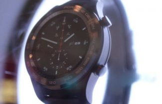 ברצלונה 2017: השעון החכם של וואווי יגיע גם במהדורת Porsche Design