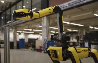 הרובוט ספוט משתדרג ויעזור לכם לפקח על המפעל או לסדר את הבית