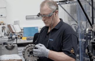 המשקפיים החכמים Epson Moverio מכניסים בינה לטכנאים של סימנס