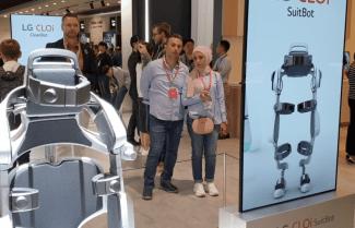"""תערוכת IFA 2018: חברת LG מציגה את רובוט לביש """"אנושי"""" – צפו בסרטון"""