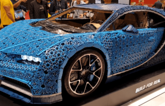 תערוכת הרכב Paris Mondial: מכונית Bugatti Chiron בנויה מלגו – צפו בוידאו