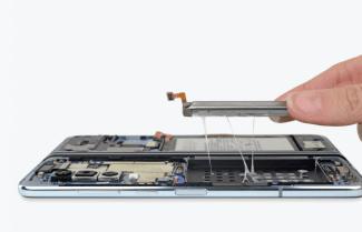 האתר iFixit פירק לגורמים את ה-Galaxy Fold המשופר; מה הוא מצא בפנים?