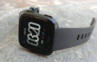 ג'ירפה בודקת: Fitbit Versa – השעון החכם בעל שש הבעיות