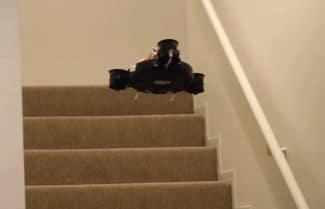שואב אבק רובוטי שהוא גם רחפן יפתור לכם את בעית המדרגות בבית