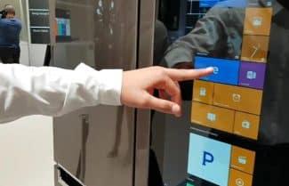 לאס וגאס: LG מציגה מקרר חכם עם שליטה קולית ויכולות צפייה מרחוק