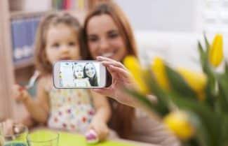איגוד האינטרנט: הורים מעלים תמונות ילדיהם לרשתות ללא אישורם