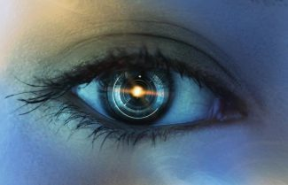 גוגל: טכנולוגיה חדישה תוכל לאתר מחלות דרך רשתית העין